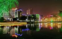 過激なカラーライティングを使った中国の夜景