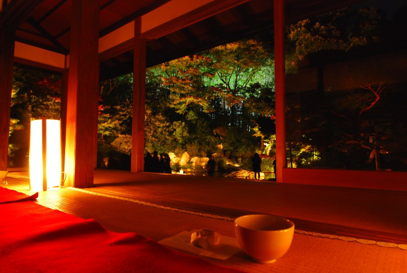 Lighting in the tea room of Shorenin Temple, Kyoto