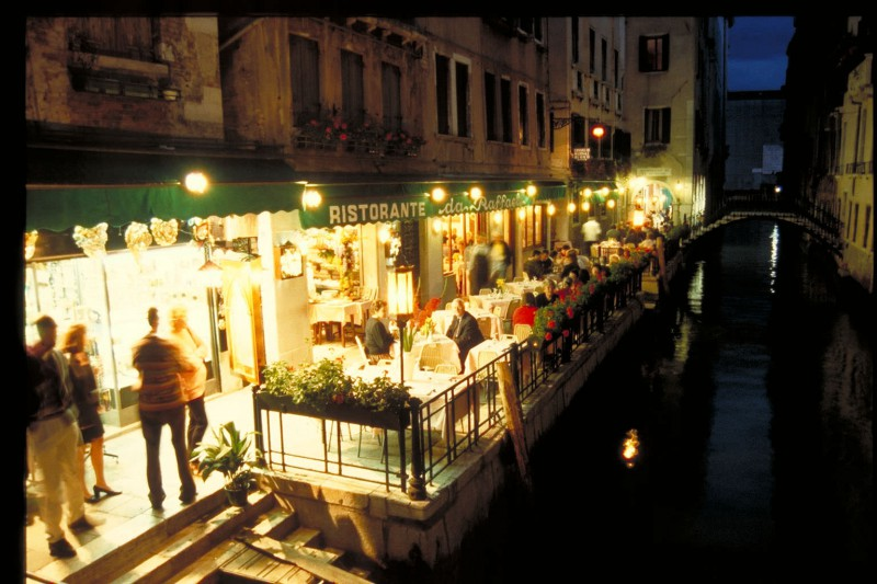 Canal-side Cafe