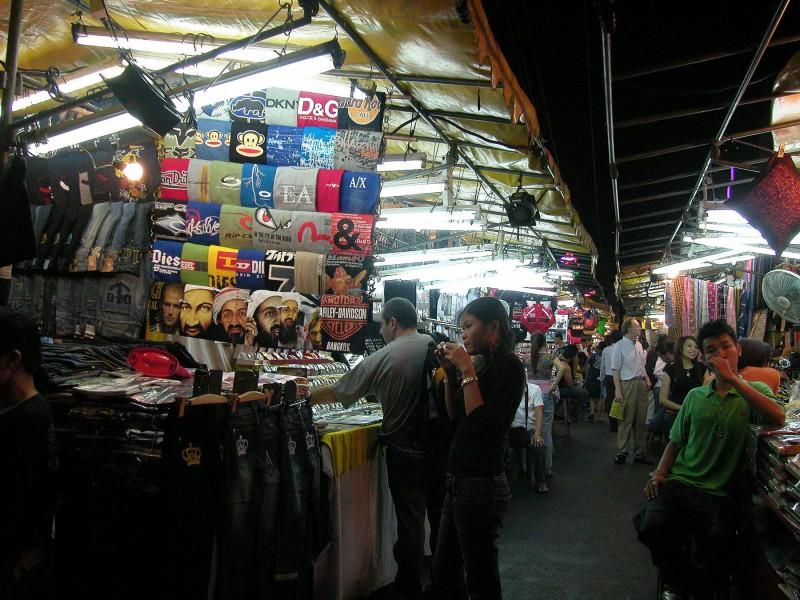 Si Lom Street Market