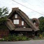 Traditional-Japanese-homes-in-mountains-of-Goka-Toyama