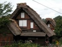 Traditional-Japanese-homes-in-mountains-of-Goka-Toyama