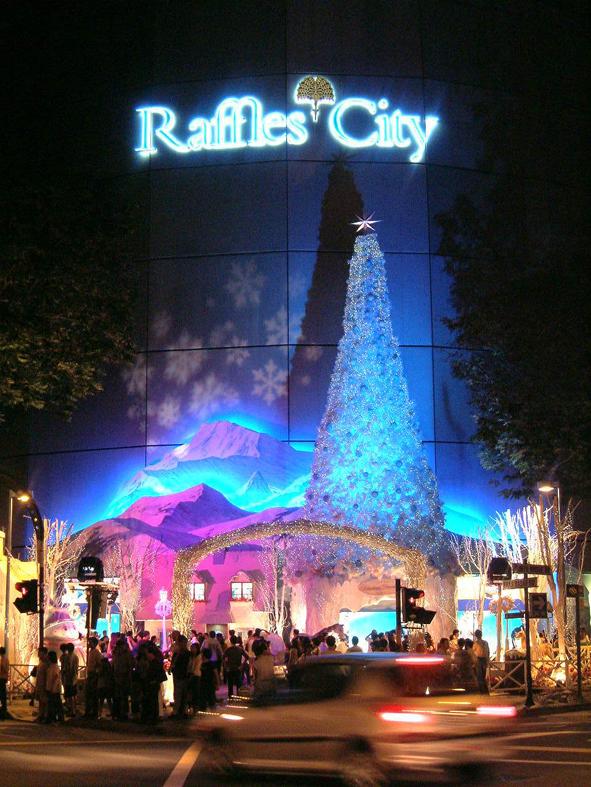 10.ラッフルズ・シティのクリスマスのファサード夜