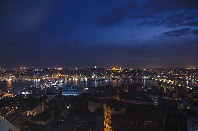 14新市街のカラタタワーで撮影した旧市街と新市街