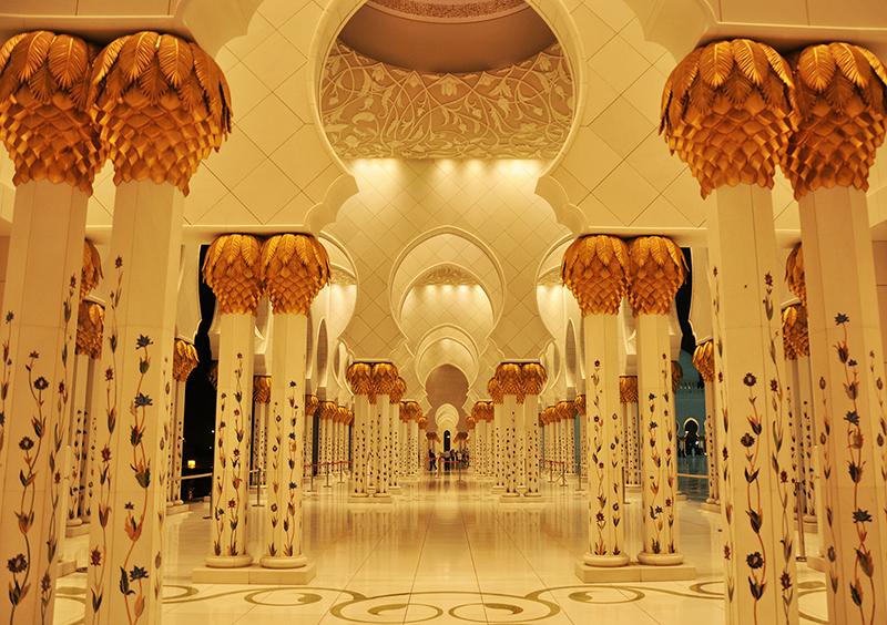 12モスクの中庭を囲んでいる廊下