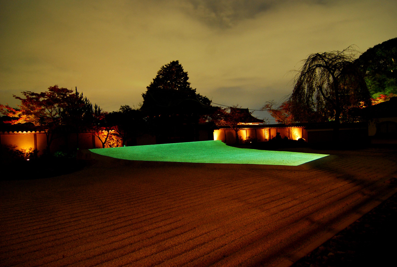 09_プロジェクションとBGMによる方丈庭園の移ろう光のアート