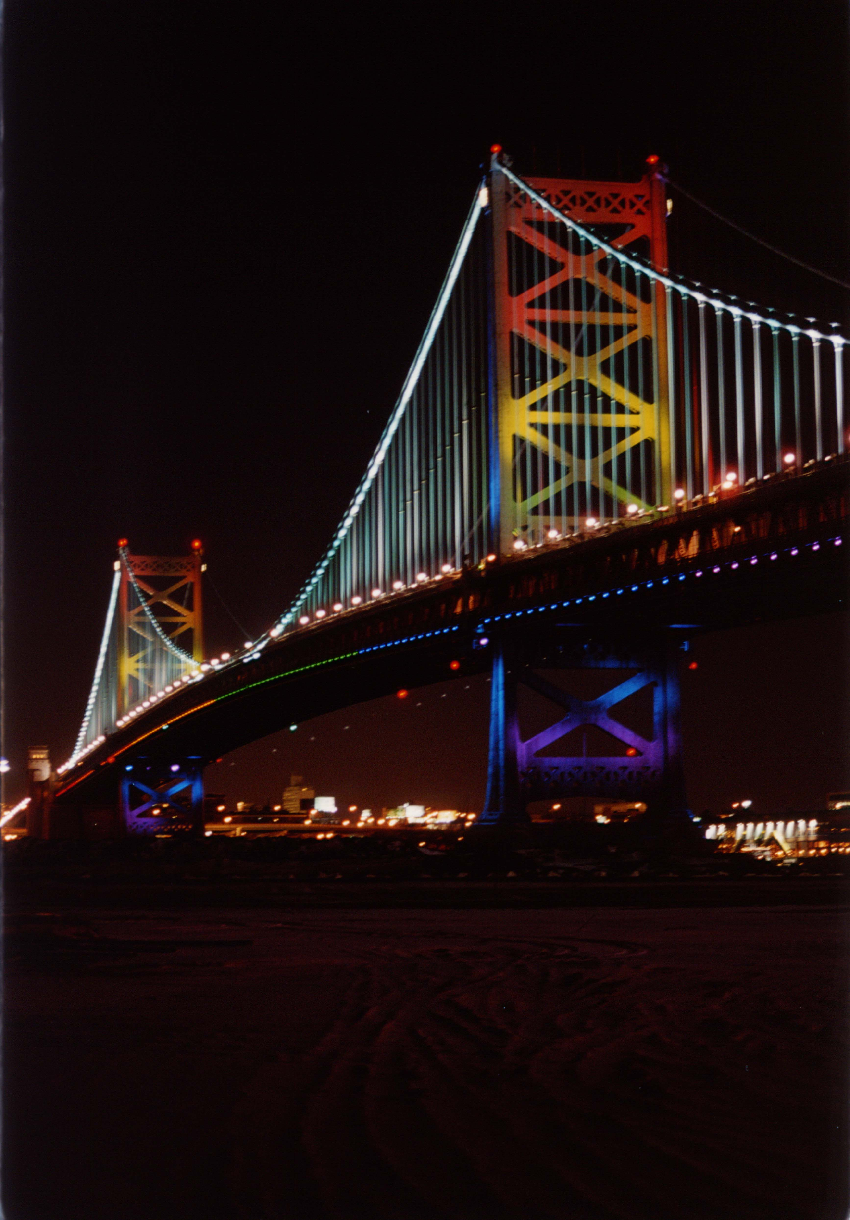 3.LED を用いて演出されたBenjamin Franklin Bridge