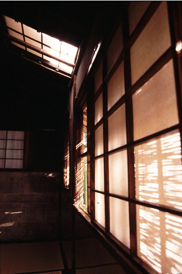 14.客座を囲む連子窓
