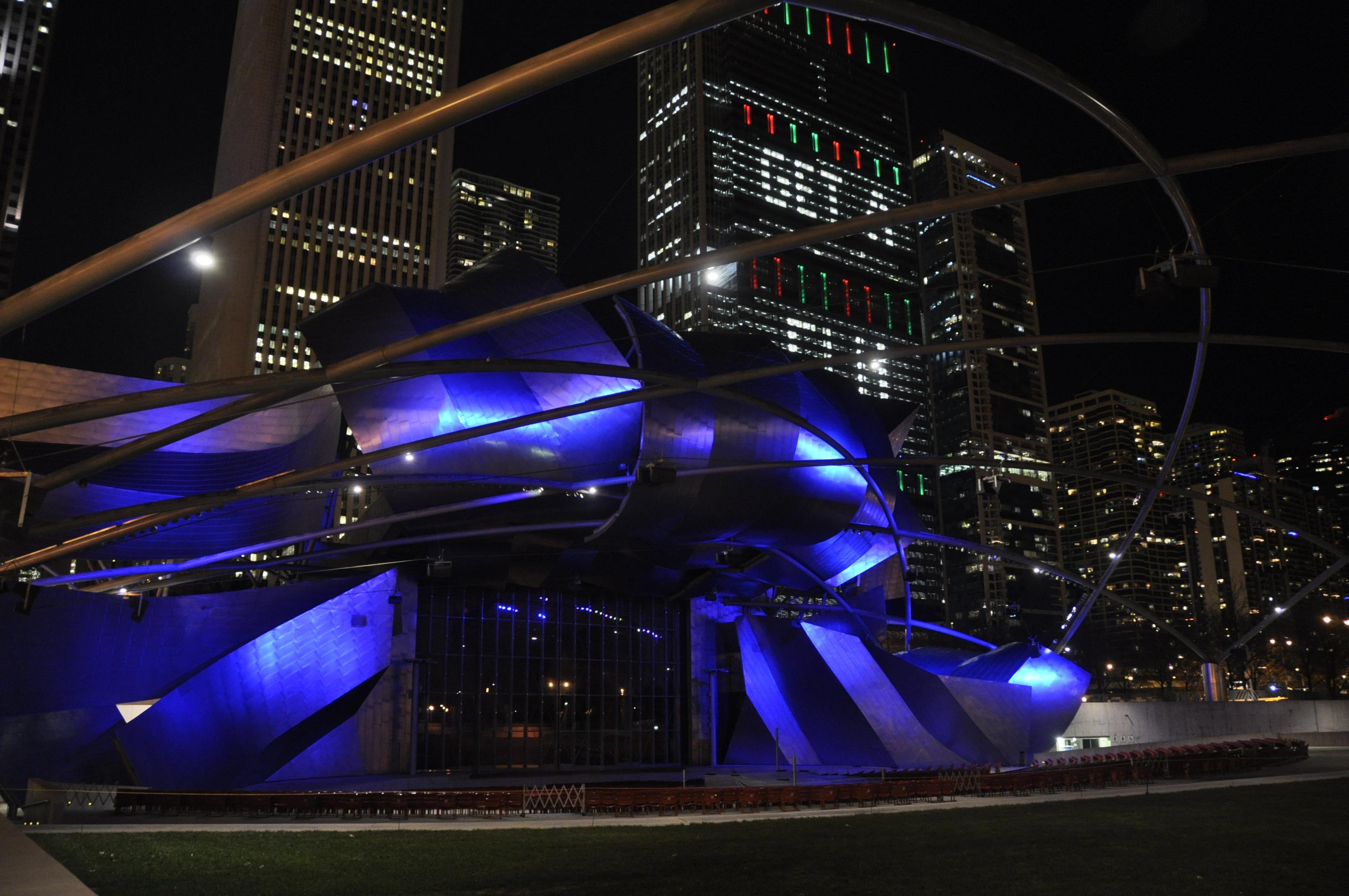 Jay Pritzker Pavilion のライトアップ