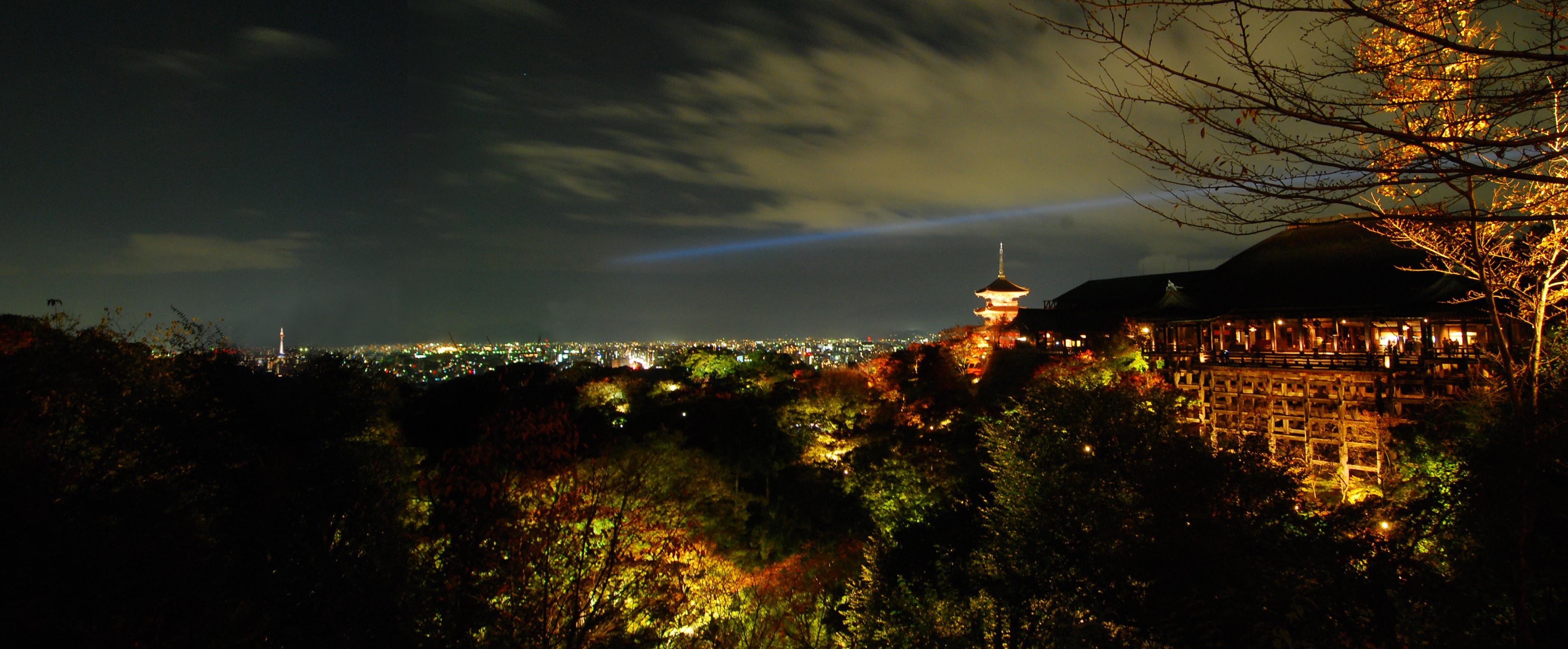 12_京都の街の明りを借景とした清水寺の夜景