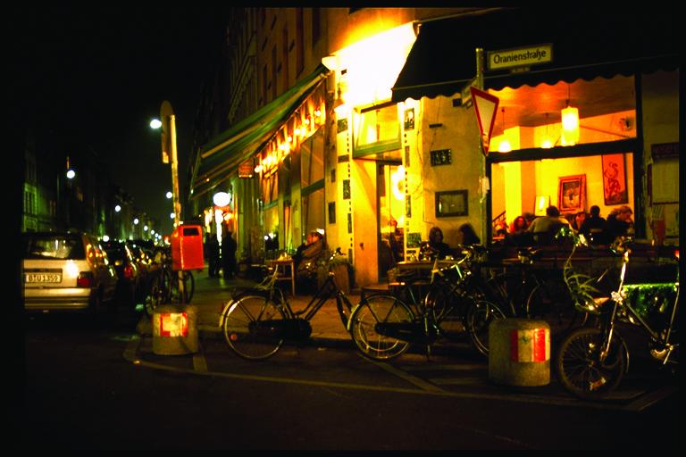 6.夜カフェに誘われて街へ出る
