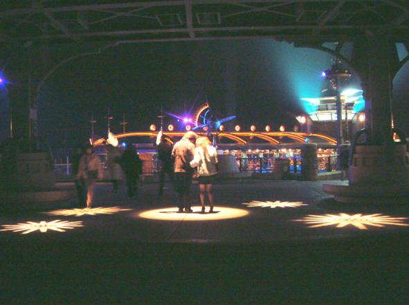16.プロジェクターによる演出照明 ロストリバーデルタ