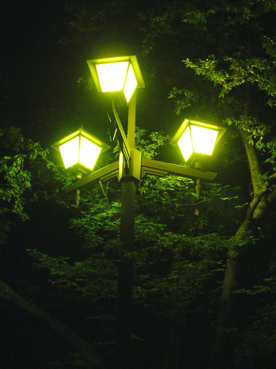 13.和田みつひと「光のかたち」公園灯プロジェクト