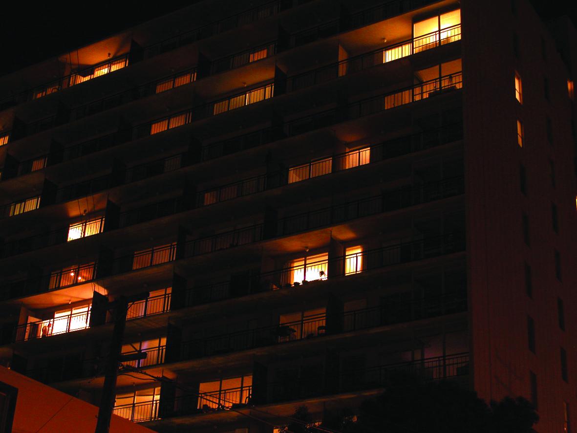 3.高級住宅のあかりは多く点灯していた