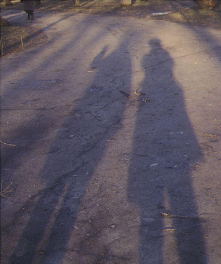 01.レーニン公園にて緯度の高いサンクトペテルブルクでは南中時の影も長い