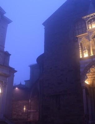 ラジョーネ宮より教会、礼拝堂を望む