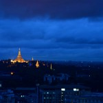 140624_ヤンゴン_一番人が多い街なののパゴダ以外暗い