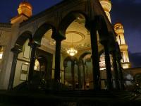 Jame'Asr Hassanil Bolkiah Mosque_Facade_Night_03_mini