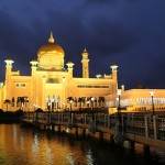 Sultan Omar Ali Saifuddin Mosque_Facade_mini