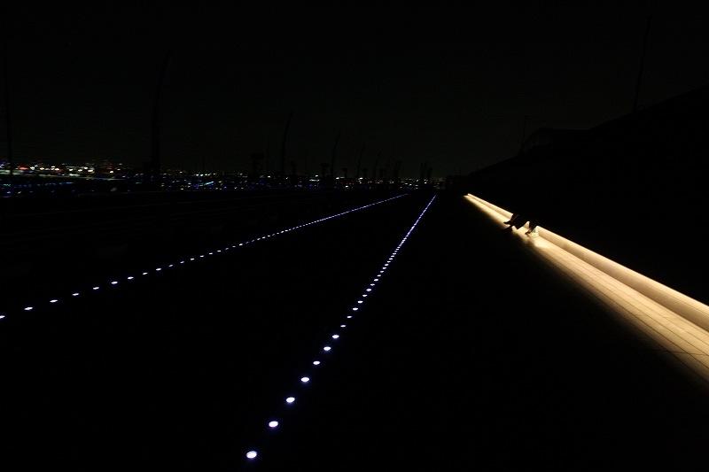 滑走路を模した光のライン