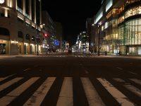 Ekimae Dori_大通り公園から北側はデザインされた街路灯が整備されている。3000Kのメタハラで車道用と歩道用がついている