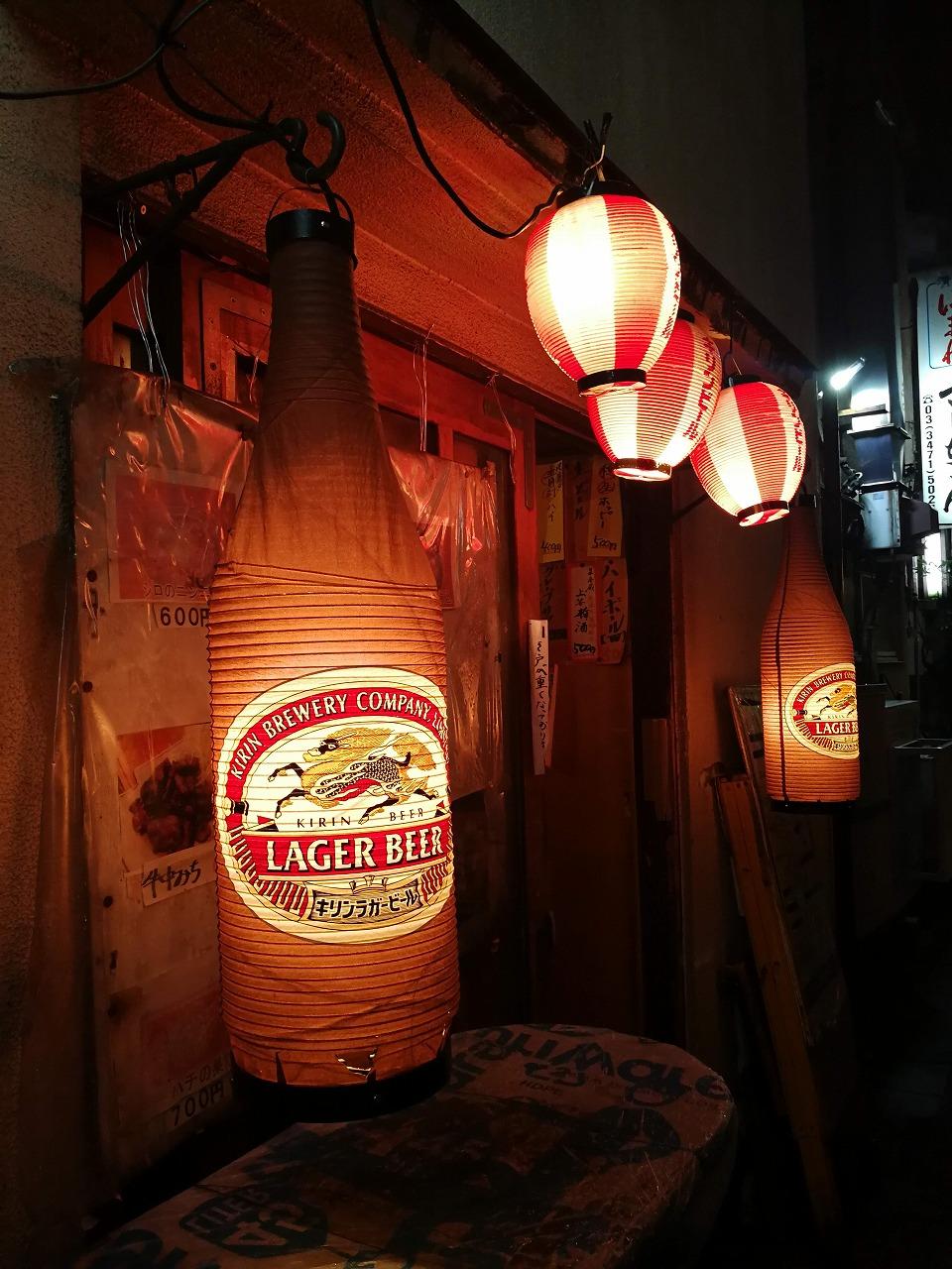 ⑫港南口 横丁 ビール瓶型 提灯かわいい_英雄