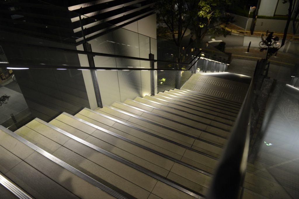 豊島区役所外階段 (1)